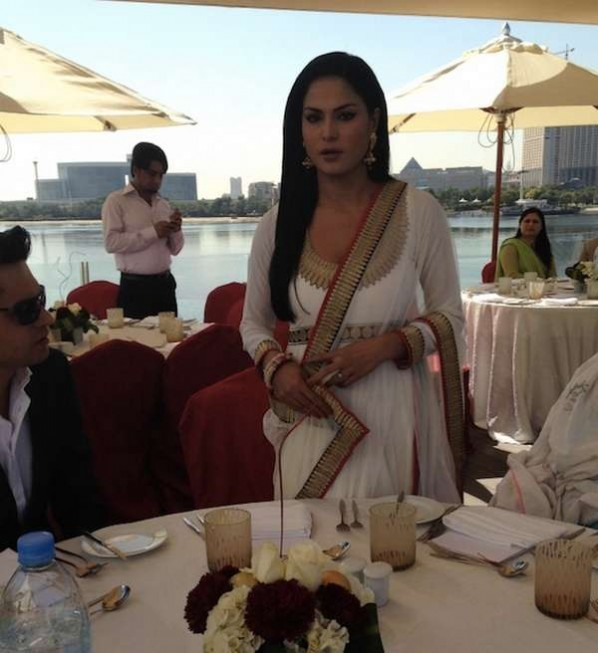 Veena malik Wedding Pic 04 celebrity gossips