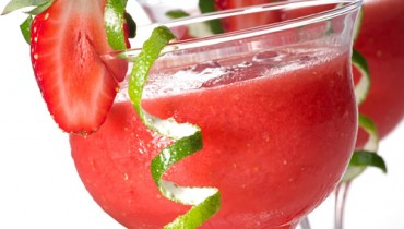Different Advantages Of Strawberry and Its Juice