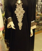 Pakistani Black And White Dress Designs For Girls 008