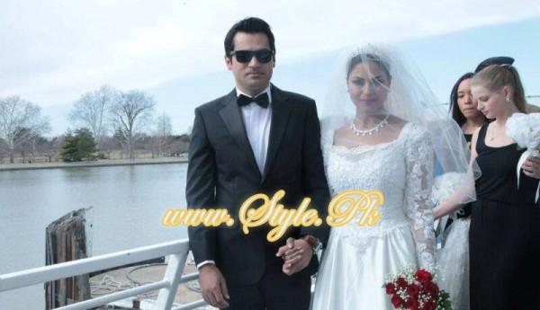 Veena Malik Valima Reception In White Wedding Style Pic 05