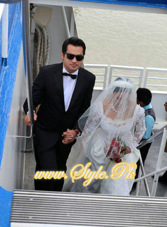 Veena Malik Valima Reception In White Wedding Style Pic 06