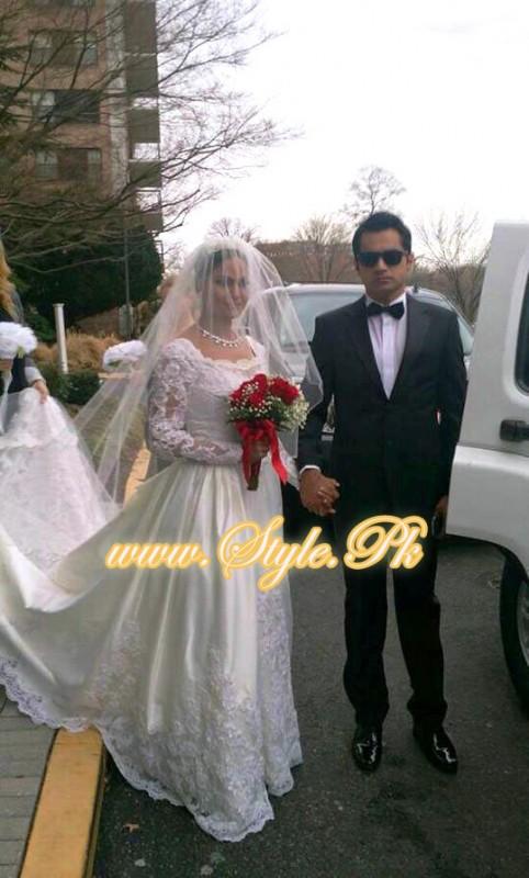 Veena Malik Valima Reception In White Wedding Style Pic 07