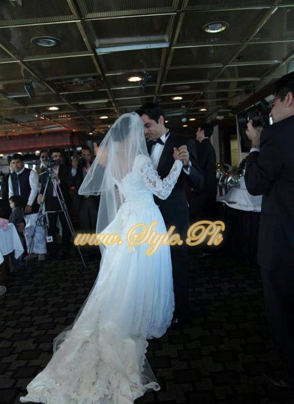 Veena Malik Valima Reception In White Wedding Style Pic 19