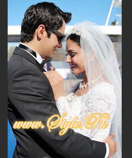 Veena Malik Valima Reception In White Wedding Style Pic 20