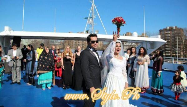 Veena Malik Valima Reception In White Wedding Style Pic 26