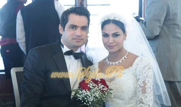 Veena Malik Valima Reception In White Wedding Style Pic 30