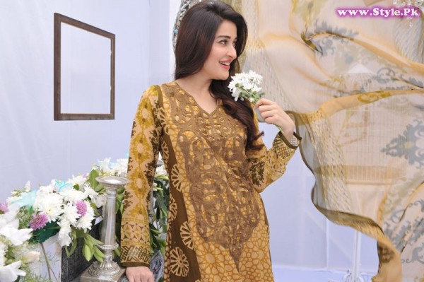 Shaista Lodhi Wears Nofil Siddiqui Lawn Dress 2014