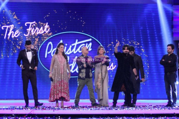 Zamad Baig On Stage with Bushra Ansari, Ali Azmat and Hadiqa Kiyani