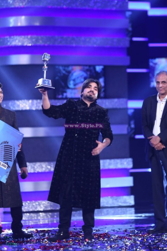 Zamad Baig With Pakistan Idol Trophy