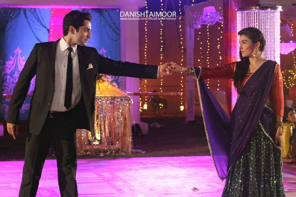 Aiza Khan And Danish Taimoor Pics 04