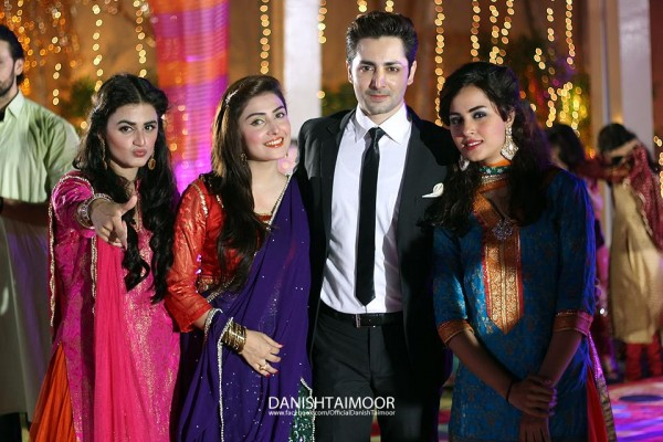 Aiza Khan And Danish Taimoor Pics 06