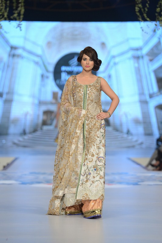 Teena Durrani Collection At Pantene Bridal Couture Week 2014 0016