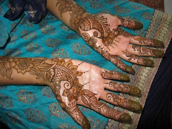 Peacock Mehndi Designs For Hands 009