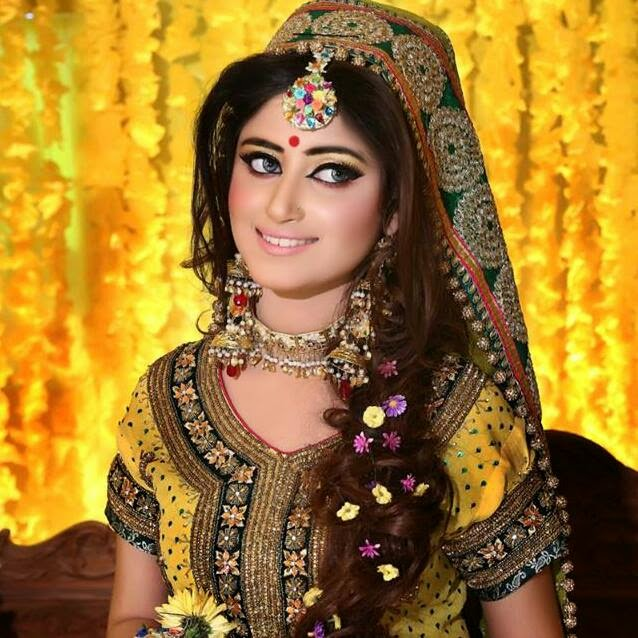 Mehndi Makeup : Trends of bridal mehndi makeup for summer season