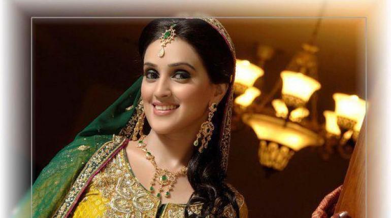 Mehndi Bride Makeup : Trends of bridal mehndi makeup for summer season