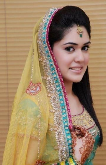 Bridal Mehndi Makeup Pics : Trends of bridal mehndi makeup for summer season