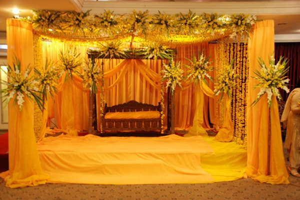 Mehndi and barat stage decoration ideas 007 style pk for Decoration 007