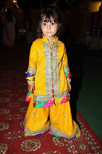 fine kids mehndi outfits ideas
