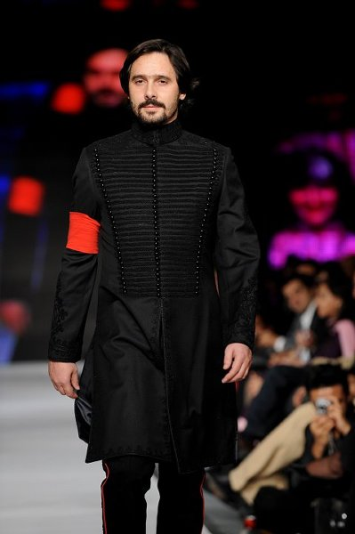 fashion of black sherwani 2014 for pakistani groom 0012