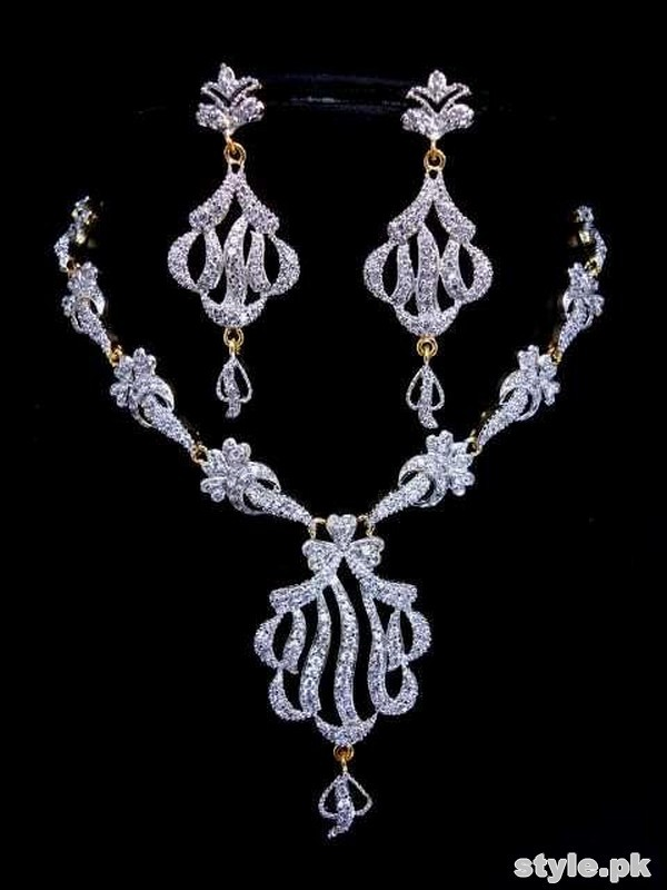 Stylish Bridal Necklace Designs