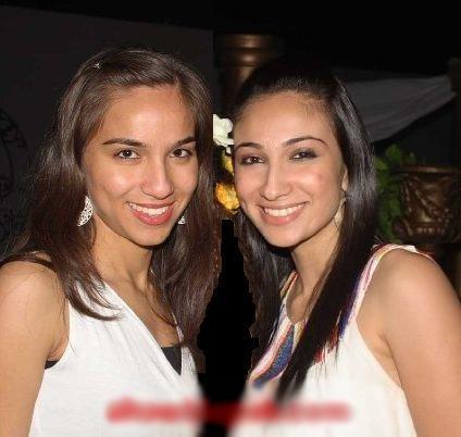 anushey ashraf with sister