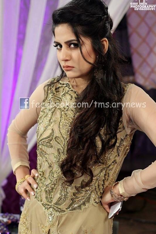 pakistani celebrities with gorgeous hair styles