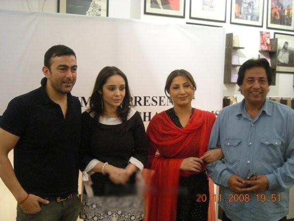 pakistani film director noor