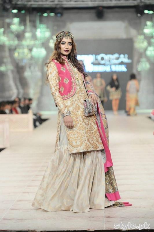Fashion 2017 dress in pakistan summer - Latest Bridal Gharara Designs 2017 In Pakistan 1016