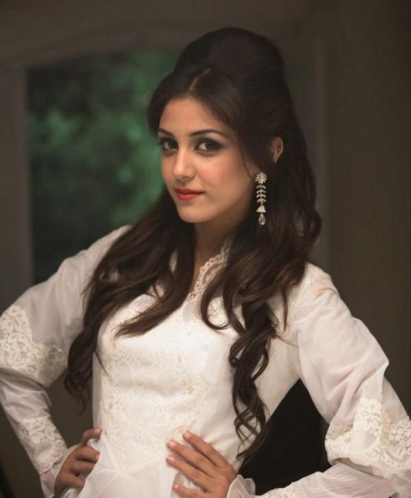 Maya Ali Hot Actress
