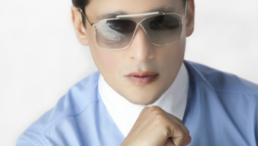 sahir lodhi wearing makeup