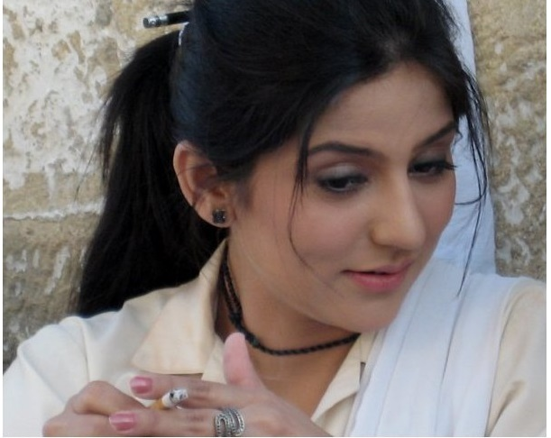 Pakistani Actresses Who Smoke In Real Life