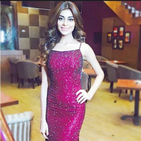 sadaf kanwal in pink dress