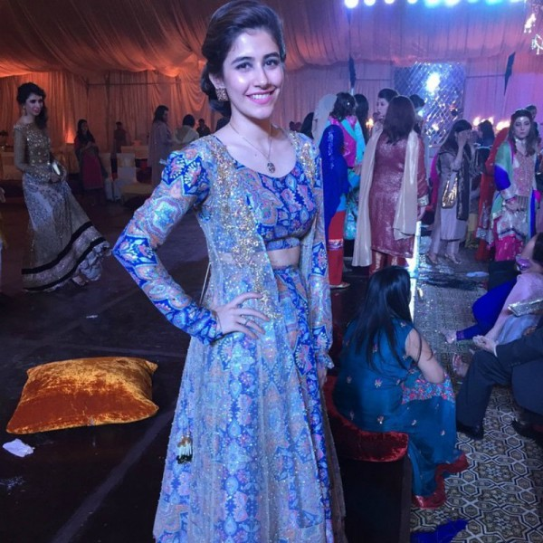 Syra Yousuf Attended Her Friend S Wedding This Month And Wore Zara Shahjahan The Attractive Elegant Dress With Soft Makeup Made Yosuf Look Pretty