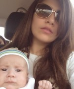 syra shehroz with daughter