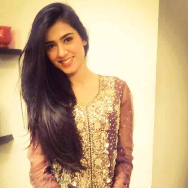 Which Pakistani Female Celebrities Don't Need Hair Extensions08