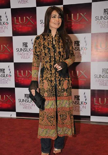 Pakistani Film Heroines And Their Fashion Statement Past And Present002
