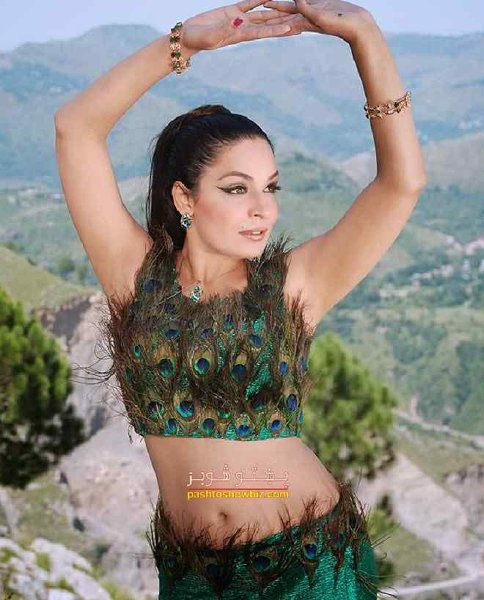 Pakistani Film Heroines And Their Fashion Statement Past And Present003