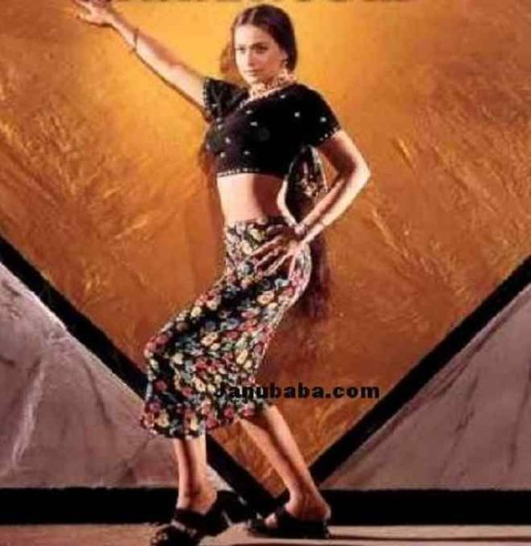 Pakistani Film Heroines And Their Fashion Statement Past And Present007
