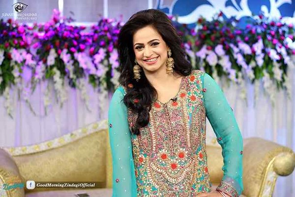 Pakistani Film Heroines And Their Fashion Statement Past And Present008