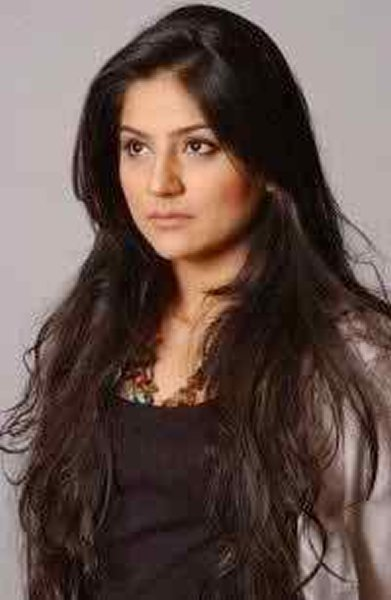 Which Pakistani Actresses Look Beautiful With Open Hair002
