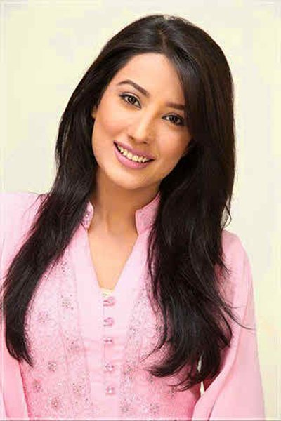 Which Pakistani Actresses Look Beautiful With Open Hair005