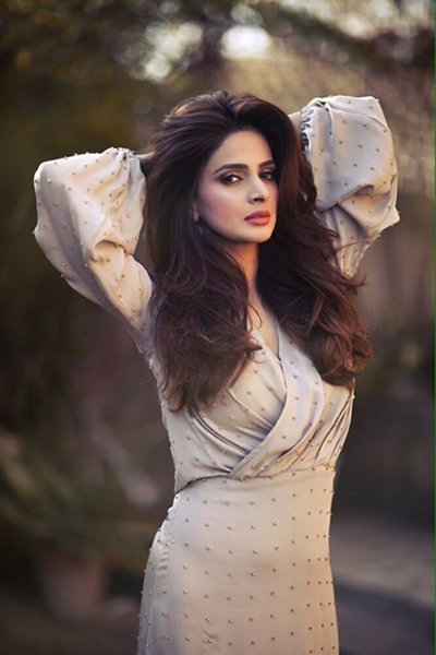 Which Pakistani Actresses Look Beautiful With Open Hair006