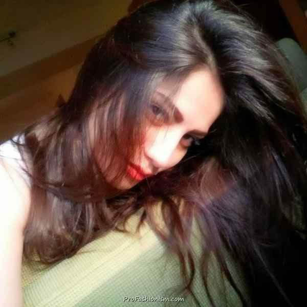 Which Pakistani Celebrities Are Selfie Junkies009