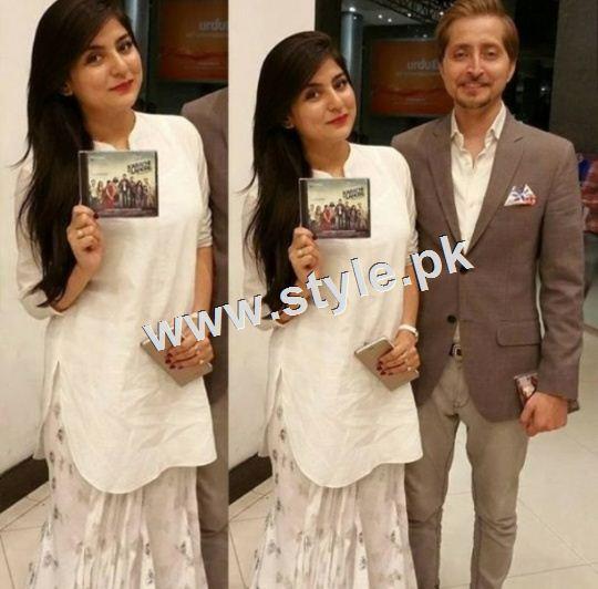 Celebrities on premier of Karachi se Lahore (3)