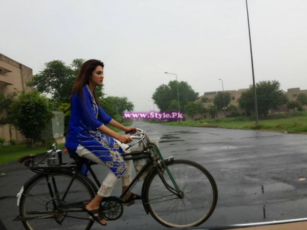 Fiza Ali riding cycle in rain