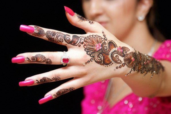 EID mehndi designs of 2015 by Depilex, Madeehas and various Salons