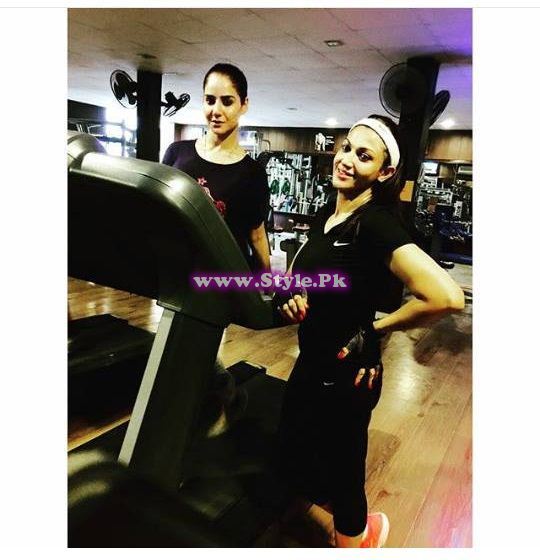 See Pakistani Celebrities Working Out in Gym