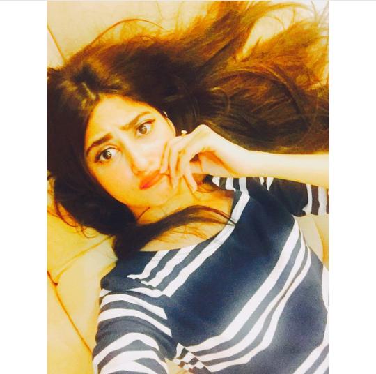 See Pakistani Celebrities making unusual pose