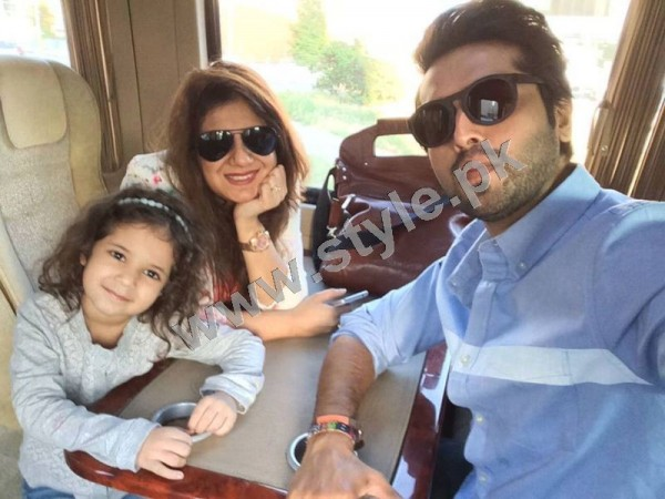 pictures of fahad mustafa with his family on istanbul tour
