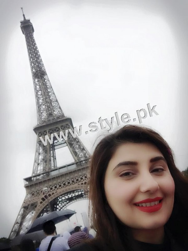 Pictures of Javeria and Saud with Family in Paris 12